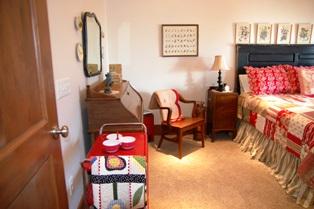Shelli's apartment guest room 2