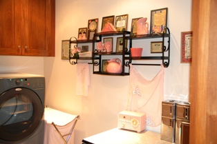 Shelli's apartment laundry