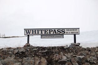 WPYR Whitepass Sign