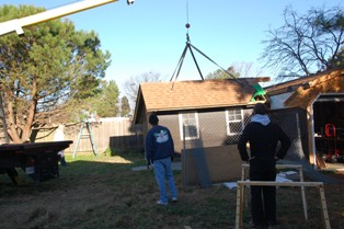 Garden House being lifted 3