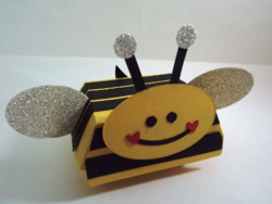 Hamburger box bee