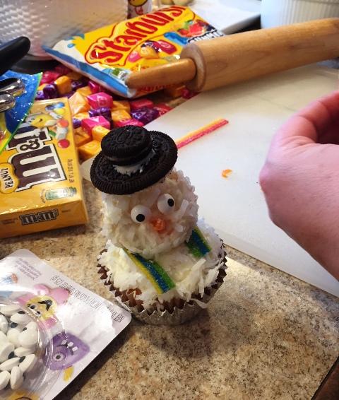 Cupcake Snowman 1