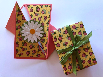 Twisted Gate Fold Card  w package